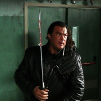 REVIEW: Against the Dark (2009)